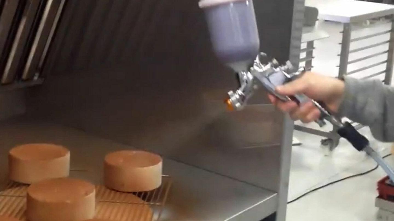 utilisation d'une cabine de pulvérisation et flocage peinture