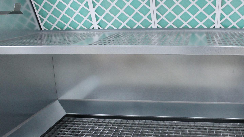 vue détail d'une cabine de nettoyage et égouttage
