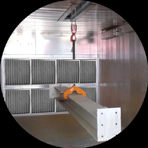 vue détail d'une cabine de métallisation avec passage pour convoyeur