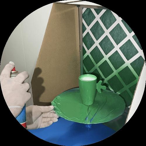 application de peinture dans une mini-cabine Primo